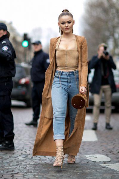 11-camel-crop-top-long-jacket-jeans-street-style