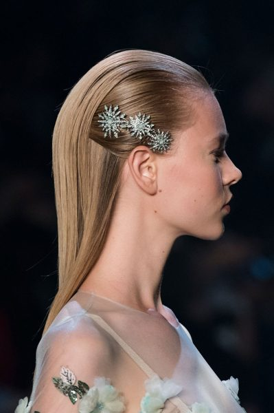 marchesa-spring-2017-barrette-side-of-the-head