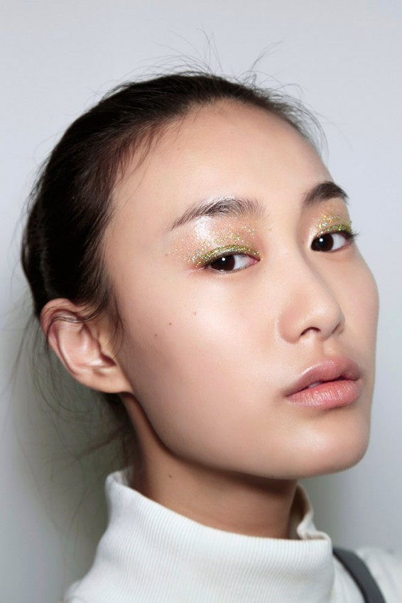 01-altuzarra-fall-2014-glitter-eye-makeup