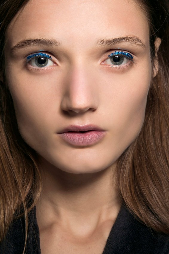 02-dries-van-noten-spring-2016-blue-glitter-eye-makeup