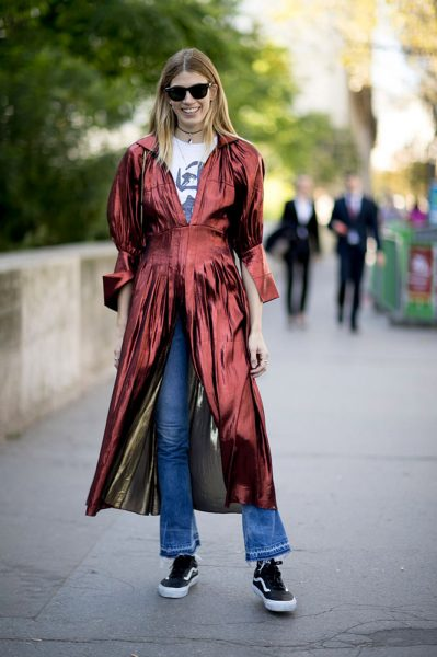 04-metallic-red-dress-t-shirt-jeans-street-style