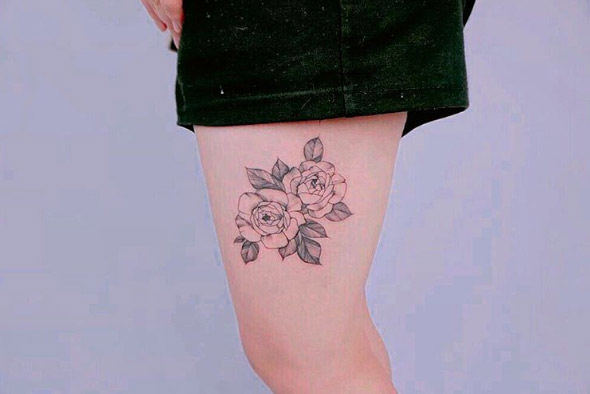 09-tattooist_of-thigh-black-line-flower-tattoo