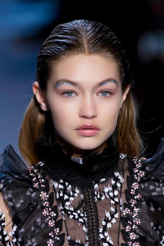 13-giambattista-valli-fall-2016-glitter-eyebrows