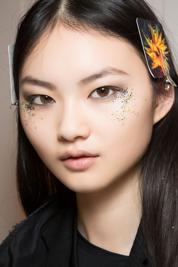 14-burberry-fall-2016-glitter-under-eye-makeup