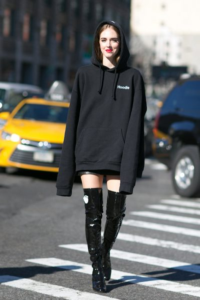 16-oversized-black-hoodie-over-the-knee-boots-street-style