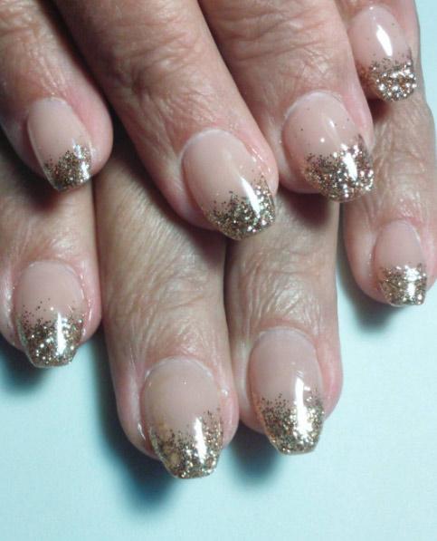 18-enicovska-falling-glitter-tips-french-manicure