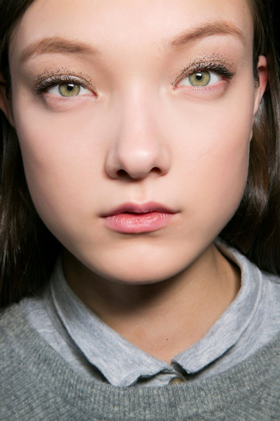 21-blumarine-fall-2015-glitter-eye-makeup