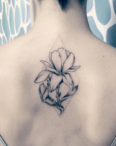 29-ana-intheskywithdiamonds-black-magnolia-back-flower-tattoo