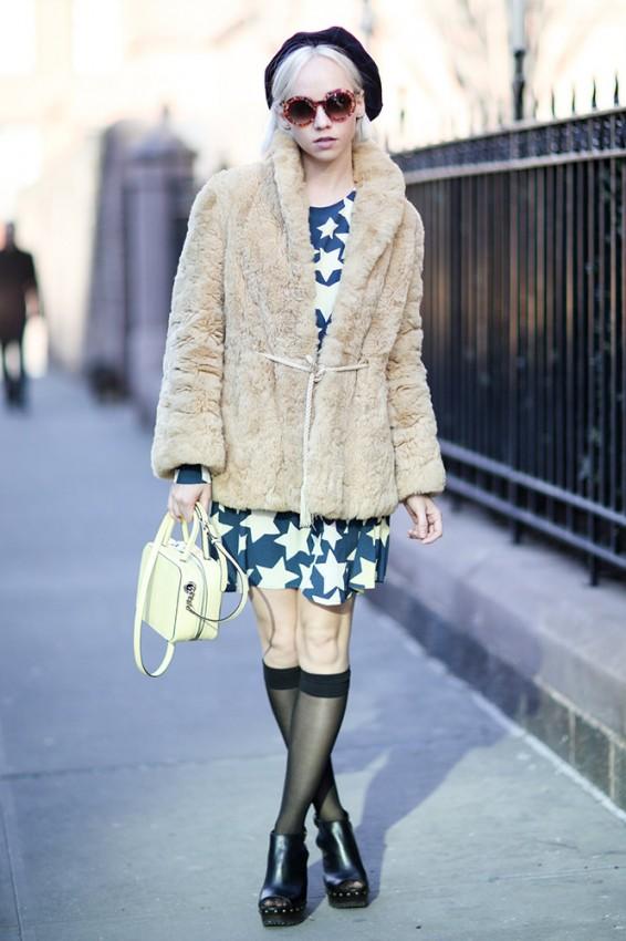 beige-furry-coat-star-dress-black-beret-street-style