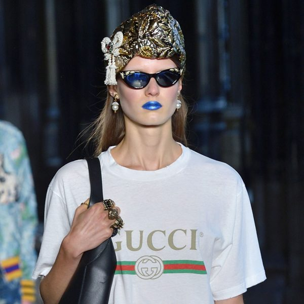 blue-lipstick-gucci-cruise-2017