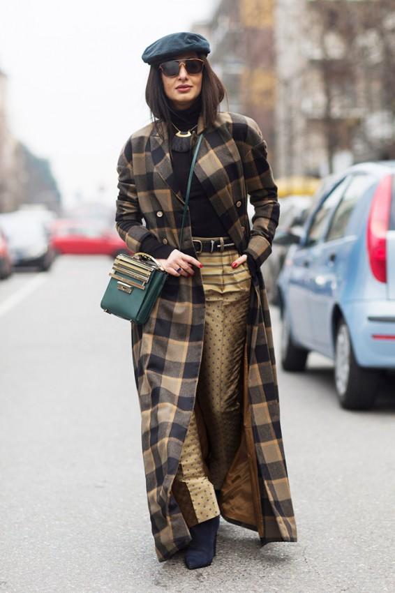 brown-black-plaid-coat-gold-pants-black-beret-street-style