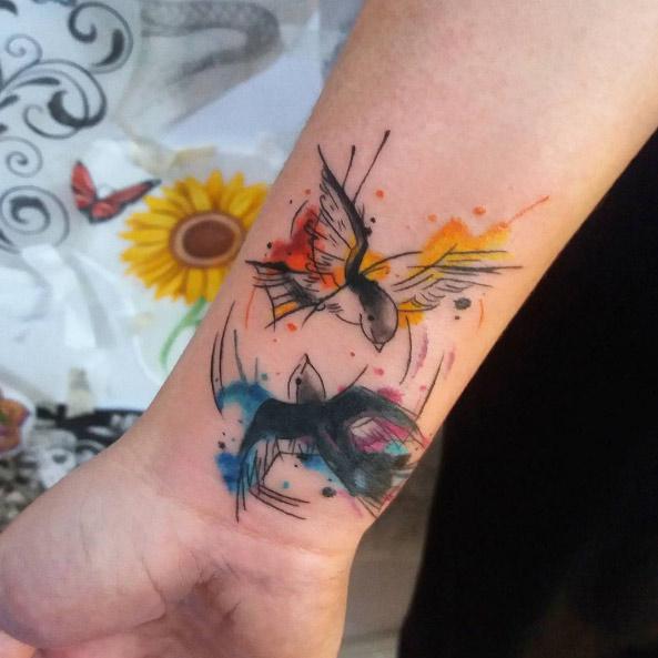 carolinahelenaart-wrist-bird-watercolor-tattoo