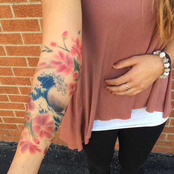lizalvarezart-arm-flower-watercolor-tattoo