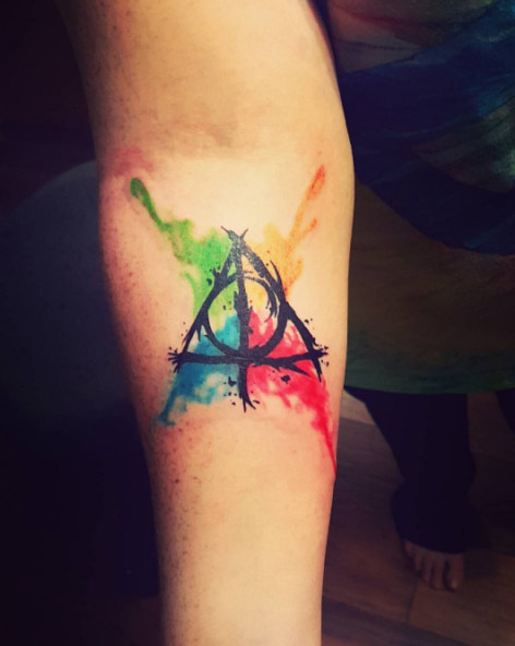 monsters-ink-art-arm-harry-potter-deathly-hallows-watercolor-tattoo
