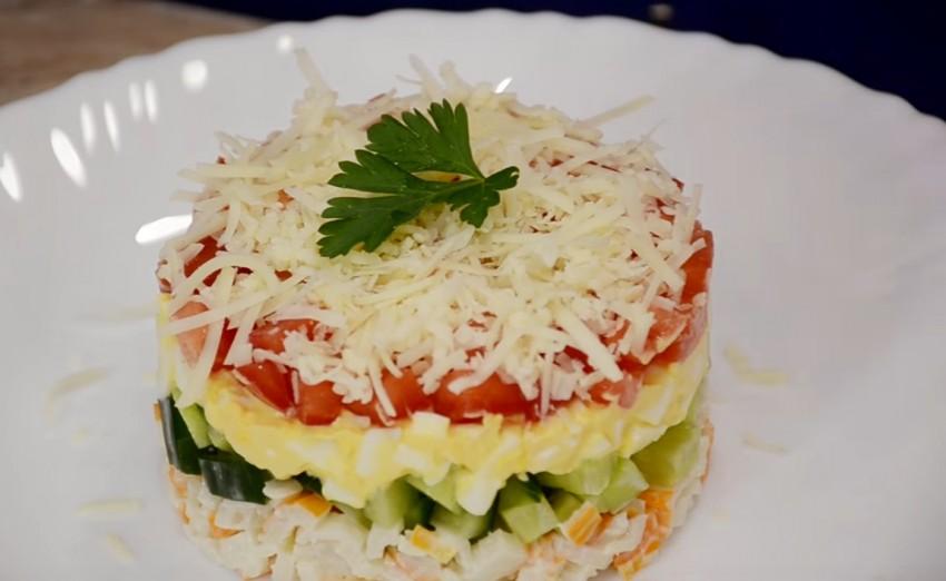 Рецепт салата из крабовых палочек с огурцом и кукурузой рецепт