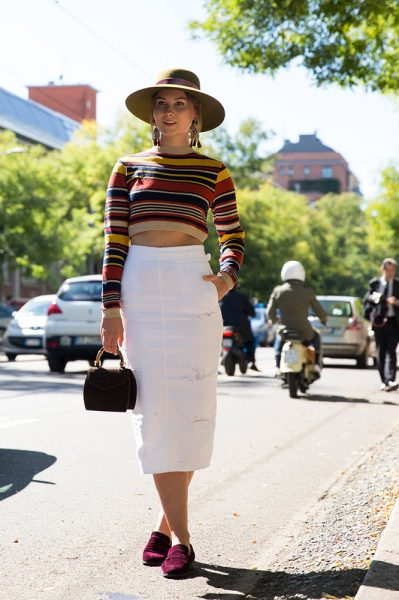 01-striped-crop-top-white-skirt-hat-street-style
