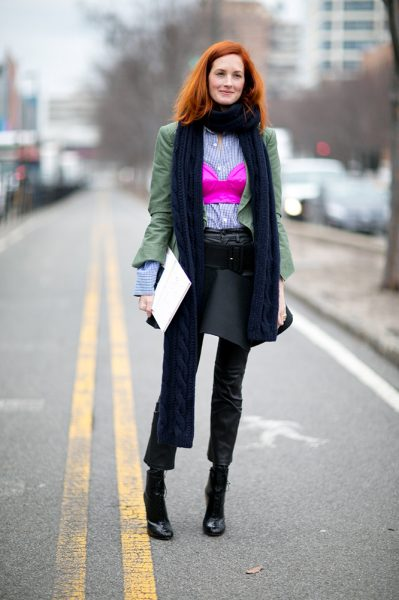 07-pink-crop-top-scarf-layered-look-street-style