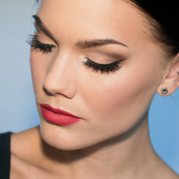 04-tfs-how-to-wear-false-lashes
