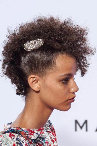 marc-jacobs-spring-2016-barette-short-curly-hair