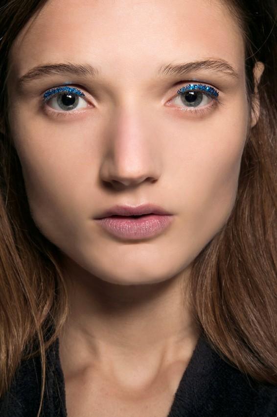 02-dries-van-noten-spring-2016-blue-glitter-eye-makeup