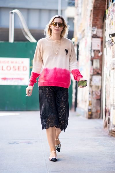 03-dip-dye-beige-pink-swater-lace-skirt-street-style