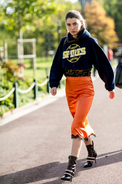 05-navy-hoodie-orange-lace-skirt-boots-street-style
