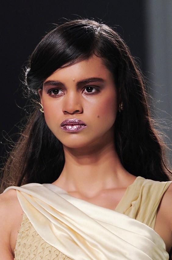 05-rodarte-fall-2014-glitter-lips-makeup