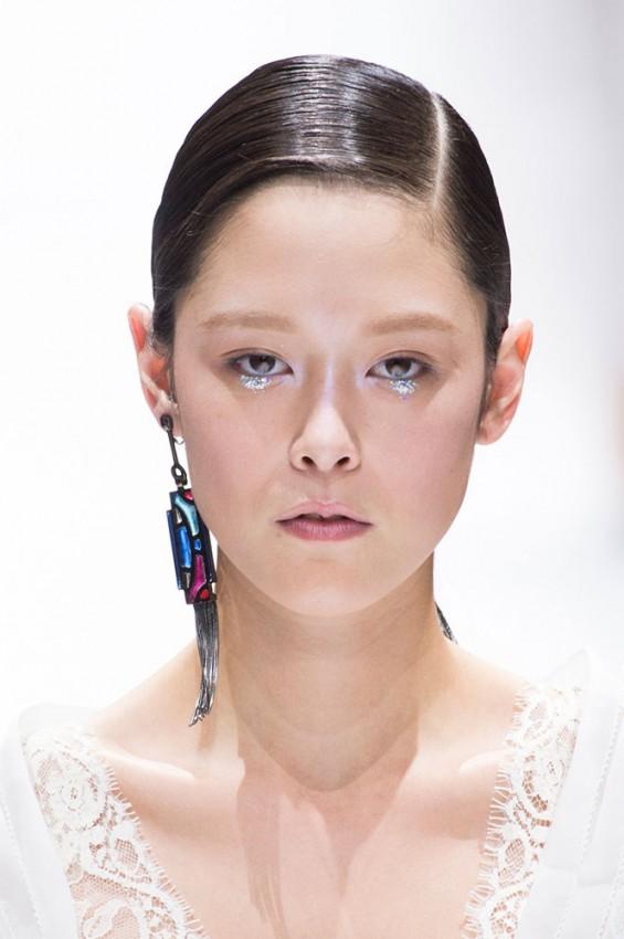 06-shiatzy-chen-spring-2017-glitter-under-eye-makeup