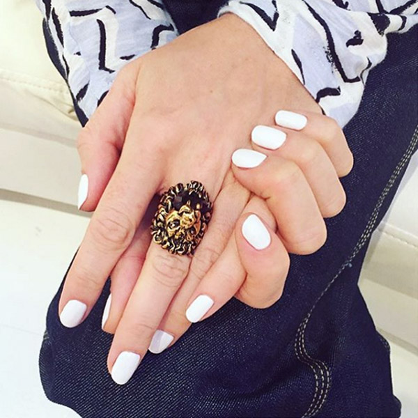 08-thefashionspot-logo-fall-nails