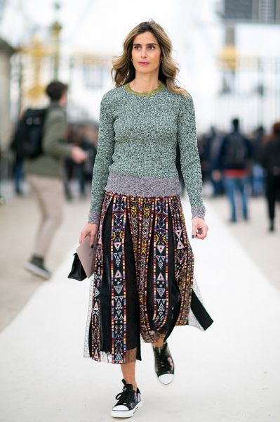 09-marl-sweater-printed-lace-skirt-sneakers-street-style