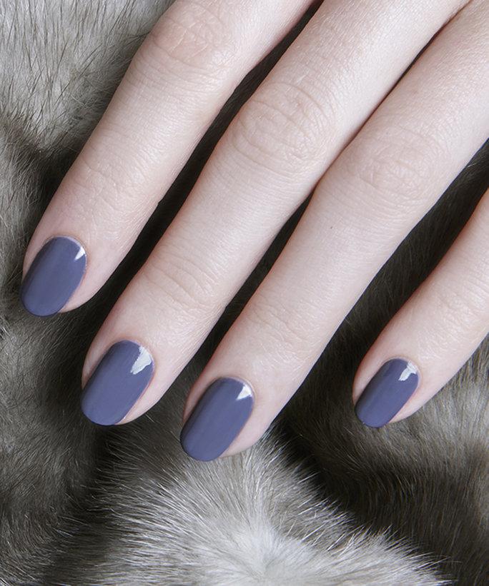 110816-dark-nail-polish-lead