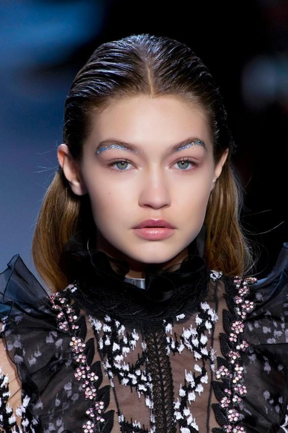 13-giambattista-valli-fall-2016-glitter-eyebrows