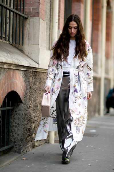 17-floral-robe-coat-silky-pants-white-bag-street-style