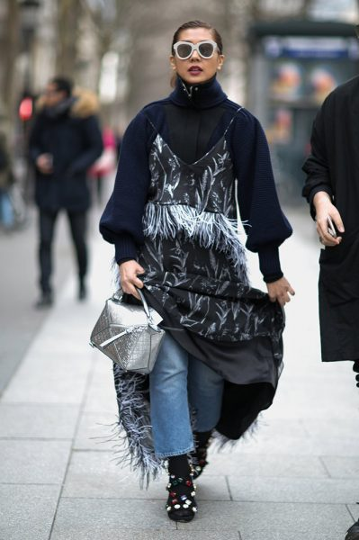 18-black-turtleneck-feathered-dress-jeans-street-style