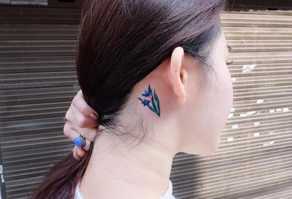 19-zihee-tattoo-blue-ear-flower-tattoo