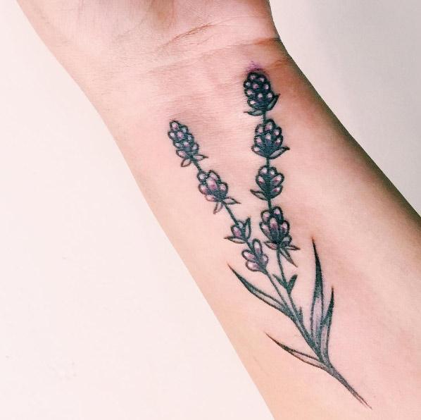 20-noogintattoo-lavender-wrist-flower-tattoo