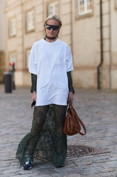 20-white-t-shirt-lace-dress-street-style
