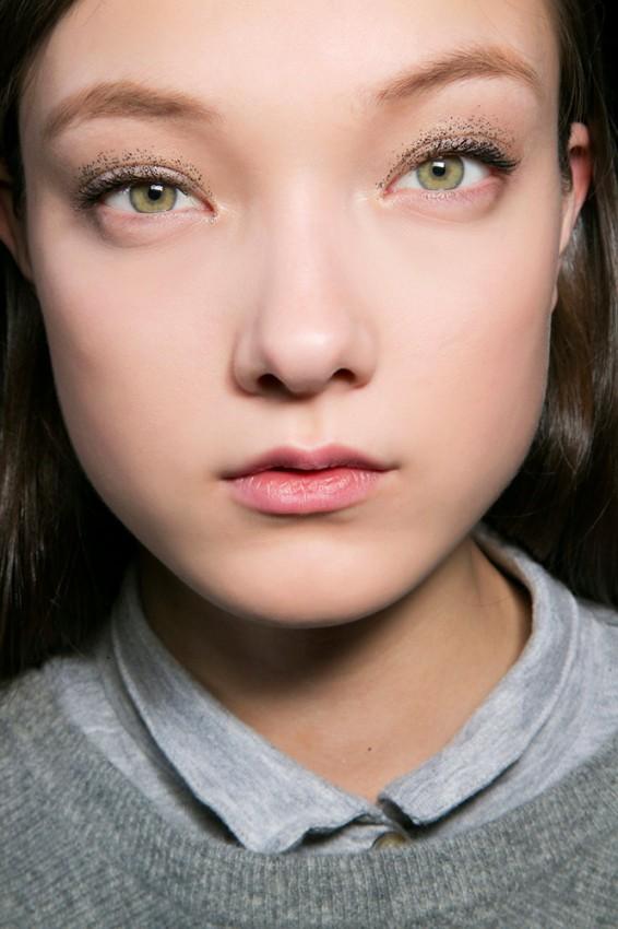 21-blumarine-fall-2015-glitter-eye-makeup