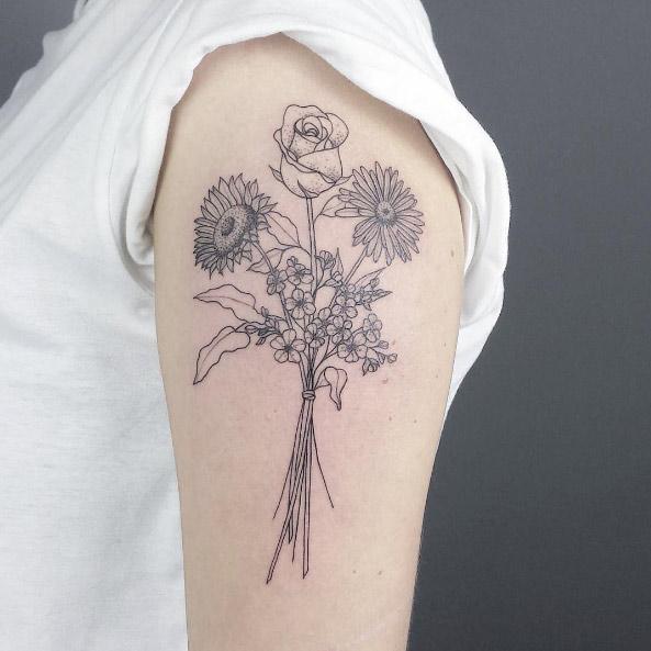 27-coco-schwarz-black-line-work-arm-flower-tattoo
