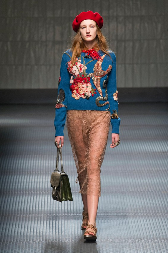 gucci-fall-2015-runway-printed-sweater-lace-skirt-red-beret